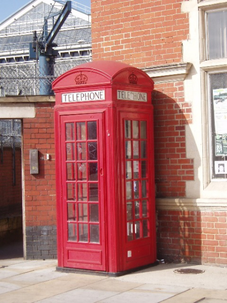 Eine typisch britische Telefonzelle